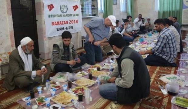 Afrin'de her gün 10 bin kişiye iftar yemeği