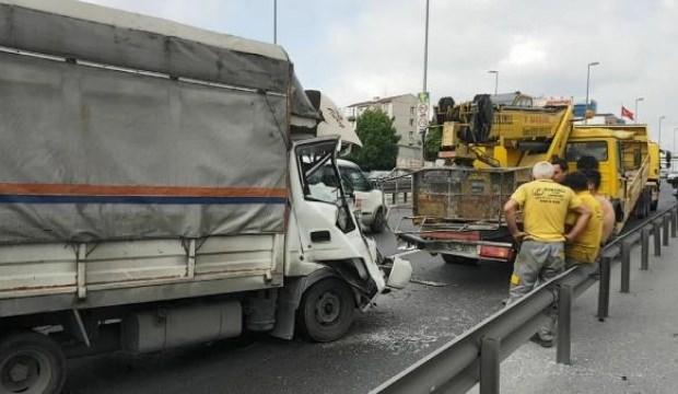 E-5'te kaza! Trafik yoğunluğu yaşanıyor