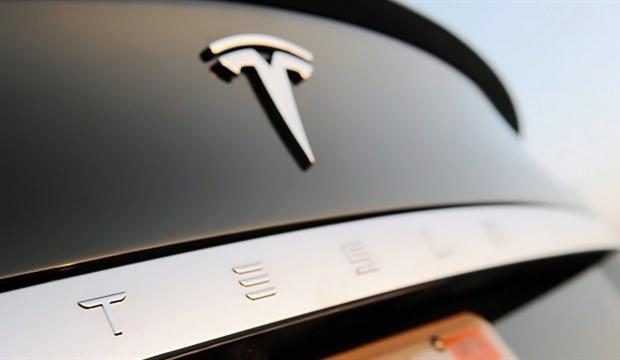 Tesla direksiyon simidini kaldırıyor