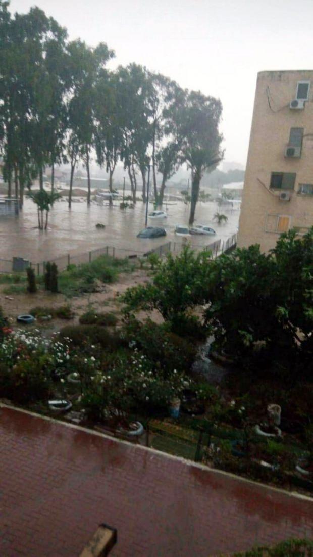 İsrail'i sel vurdu! Dakikalar içinde oldu