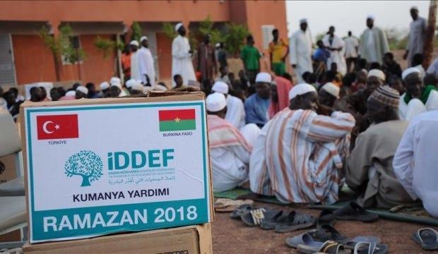 İDDEF 33 ülkede 250 bin kişiye iftar verdi