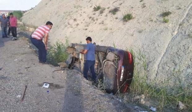 Besni'de 2 otomobil çarpıştı: 10 yaralı
