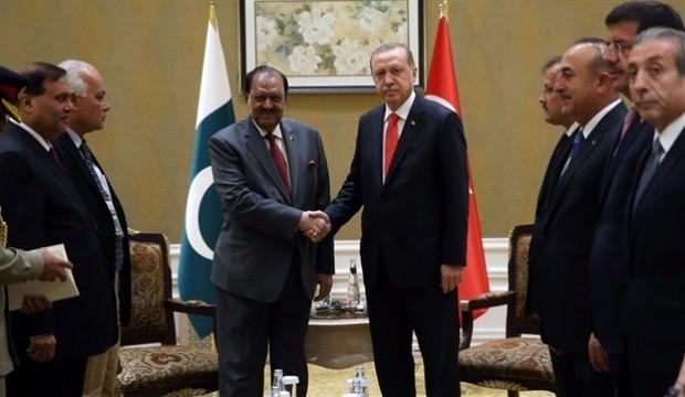 Erdoğan, Pakistanlı mevkidaşı ile bayramlaştı