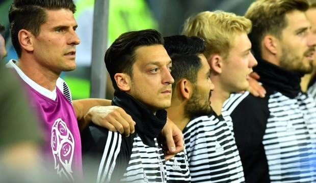 Mesut Özil kariyerinde bir ilki yaşadı!
