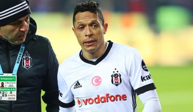 Beşiktaş'ta Adriano ayrılığın eşiğinde!