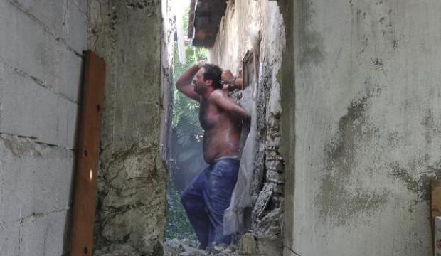Polis duvarı kırarak böyle yakaladı!