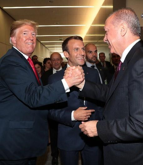 Erdoğan'la görüşen Macron'un tatlı telaşı