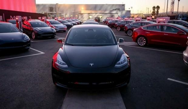 Mercedes ve BMW üç sene sonra Tesla'yı geçecek