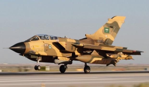 Suudi Arabistan'da savaş uçağı düştü