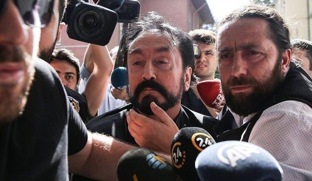 Adnan Oktar operasyonunda yakalanan Mehmet Alp Ünlü kimdir? Hayatı...