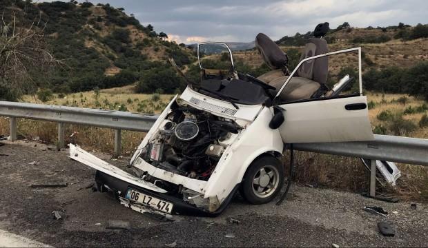 Ankara'da feci kaza: Otomobil ikiye ayrıldı
