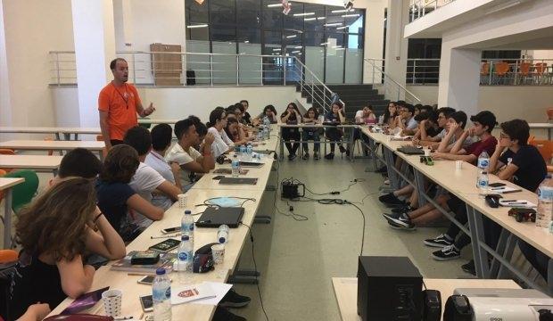 """""""Endüstri 4.0 İçin Eğitim 4.0 TÜBİTAK 4004 Bilim Okulu"""" projesi"""