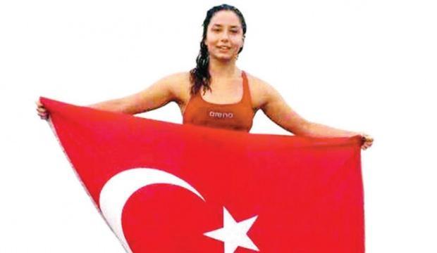 Manş Denizini yüzerek geçen Bengisu Avcı en genç Türk kadını oldu 2