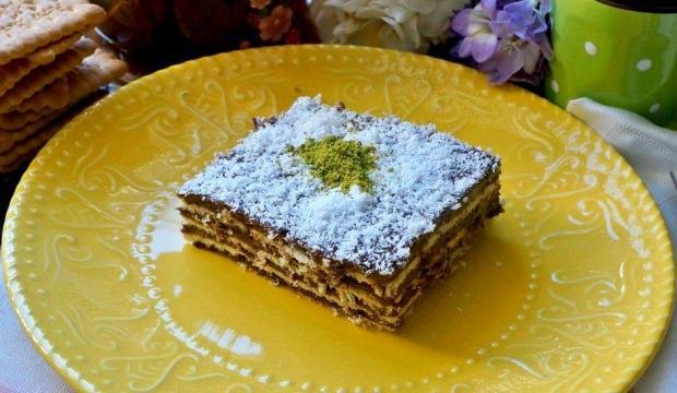 10 dakikalık bisküvi pastası tarifi