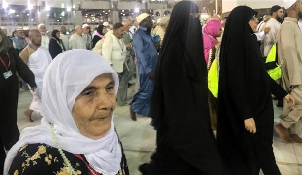 Türkiye'nin en yaşlı kadını hac yolunda!