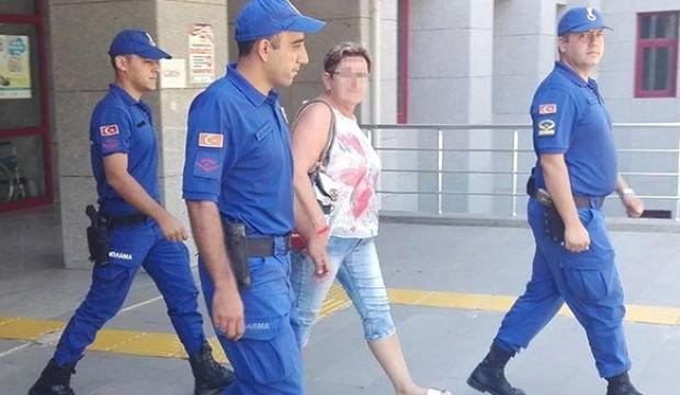 Uçağın merdivenlerinde gözaltına alındı