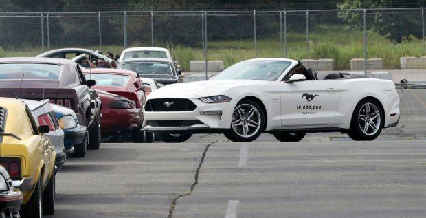 Ford Com Mustang >> 10 Milyonuncu Ford Mustang Banttan Indi Otomobil Haberleri