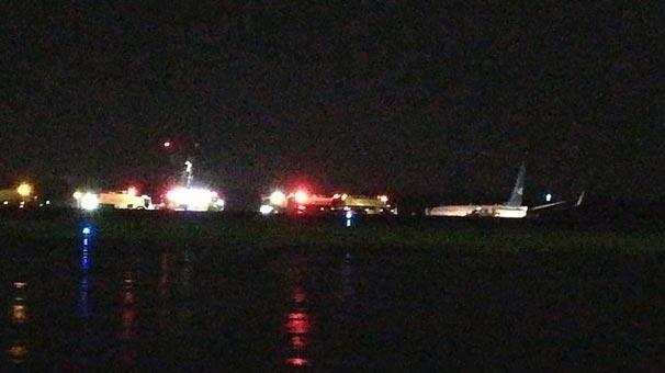 Boeing 737 uçağı, yere çarparak iniş yaptı