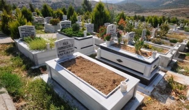 Mezar ziyaretinde dua ederken öldü