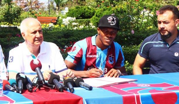 Trabzonspor'da Nwakaeme imzayı attı