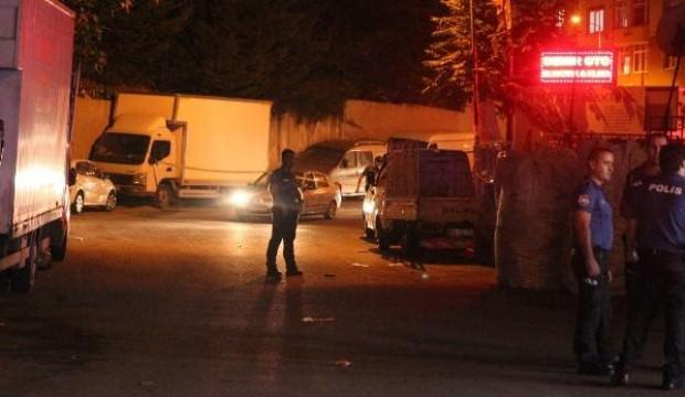 Kağıthane'de silahlı-bıçaklı kavga: 2 yaralı