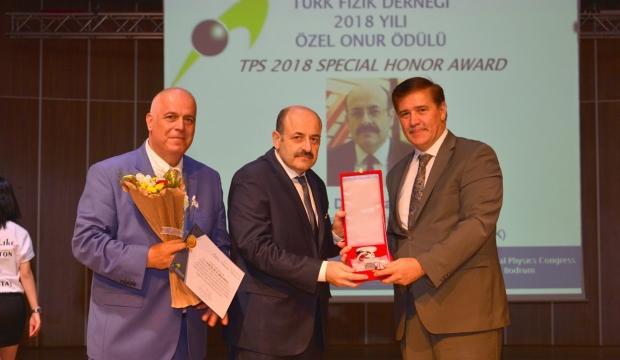 """YÖK Başkanı Saraç'a """"Özel Onur Ödülü"""""""
