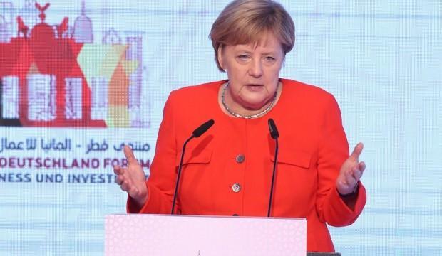 Angela Merkel'den NATO'ya uyarı