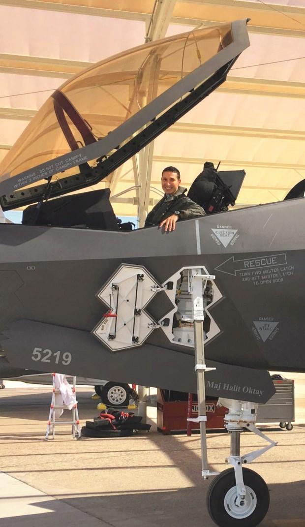 Türk savaş pilotu, F-35 uçağı ile ABD'deki ilk uçuşunu gerçekleştirdi.