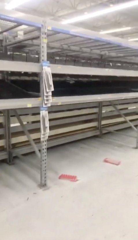 ABD'de market rafları boşaltıldı