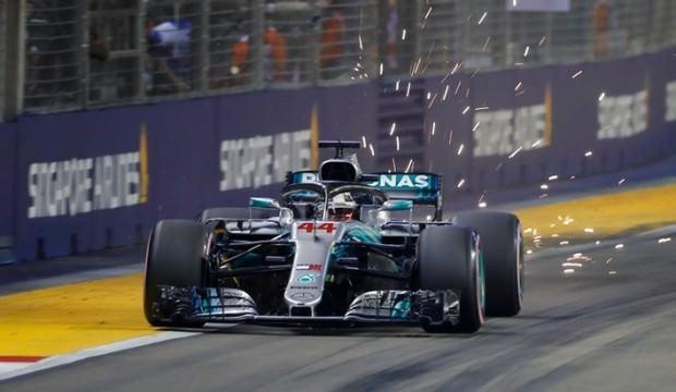 Singapur'da pole pozisyonu Hamilton'un