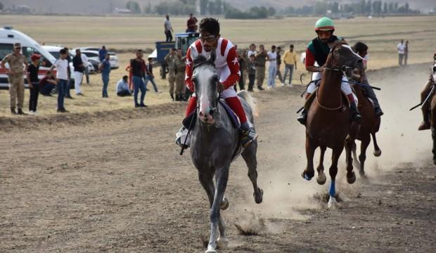 Terör bitti, ata sporu at yarışları hız kazandı