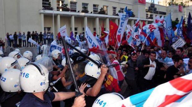 14 Mayıs 2013, Adana Büyükşehir Belediyesi hizmet binası önü
