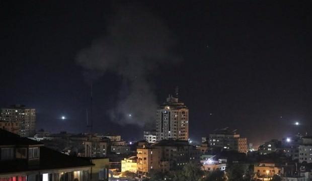 İsrail gençlerin üzerine bomba yağdırdı!