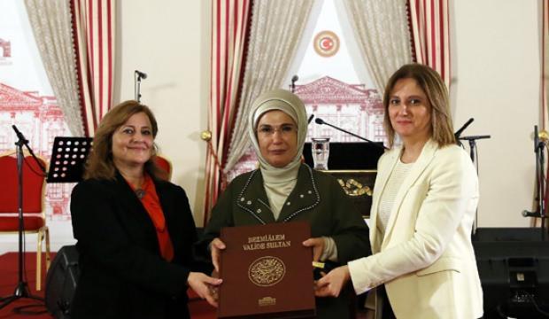 Emine Erdoğan, Dolmabahçe'de Söyleşi'ye katıldı