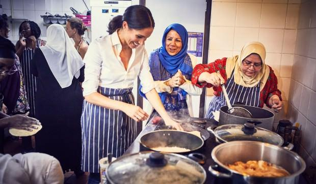 Meghan Markle müslüman kadınlarla birlikte dolma yaptı!