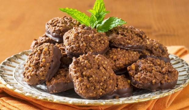 Kinoalı çikolatalı kurabiye nasıl yapılır?