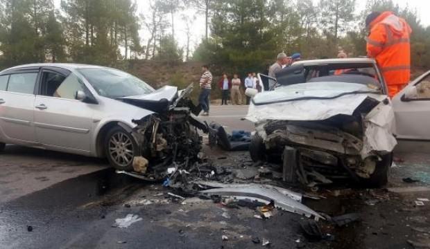 Otomobiller çarpıştı: 3'ü ağır 7 yaralı