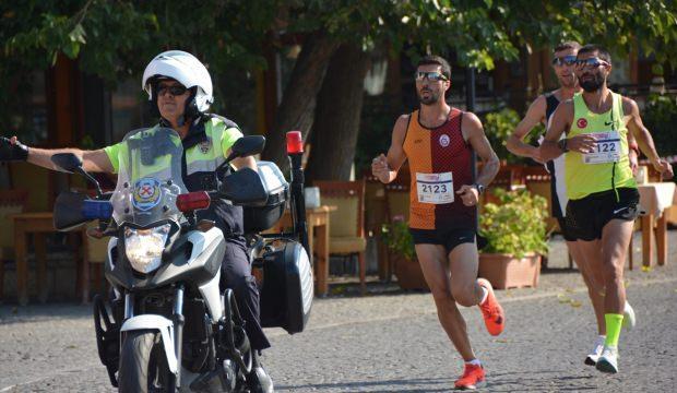 Didim'de yarı maraton koşuldu