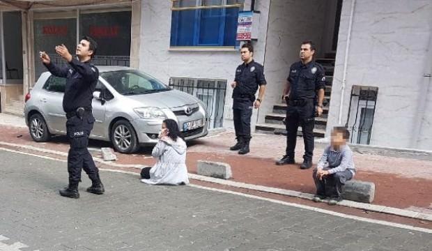Çocuklarının gözü önünde eşini bıçakladı