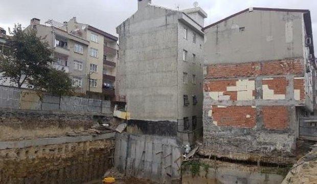 İstanbul'da çökme riskiyle bir bina boşaltıldı