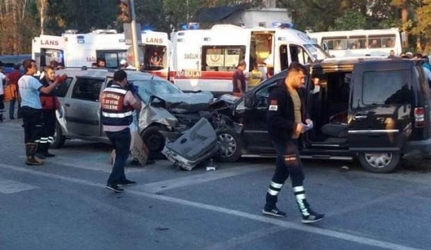 Kafa kafaya çarpıştılar: 2 kardeş öldü, 7 yaralı