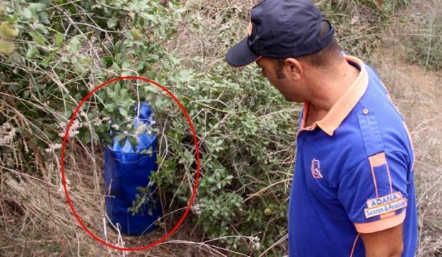 Ormanda bulunan çantalar ortalığı karıştırdı