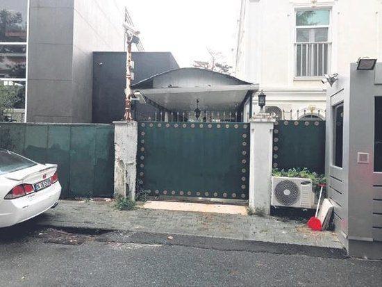 Kaşıkçı'nın Başkonsolosluğa girdikten iki saat sonra siyah Mercedes Vito içerisinde çıkarıldığı düşünülen garaj kapısı.