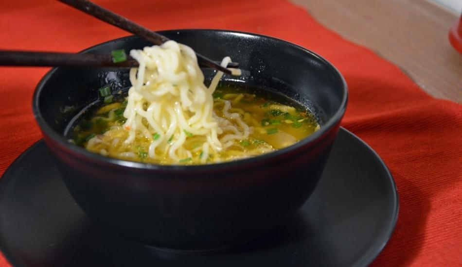 Tavuklu noodle çorba tarifi