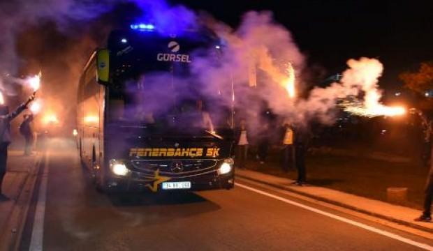 Fenerbahçe'ye Sivas'ta meşaleli karşılama