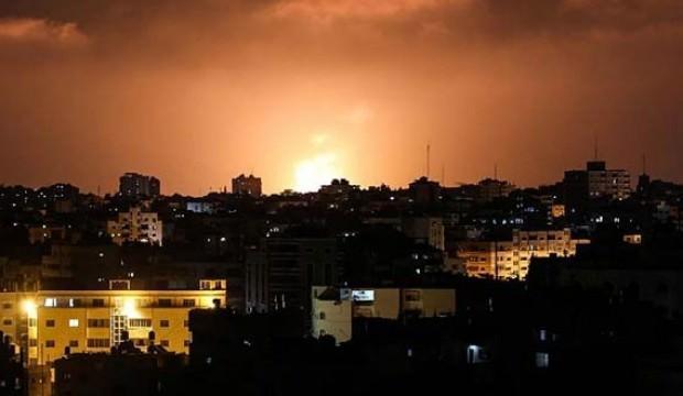İsrail savaş uçakları ile Gazze'yi vuruyor