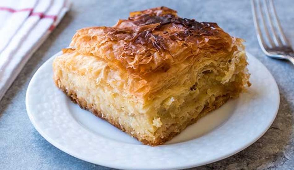 Milföylü yufkalı kıymalı börek tarifi
