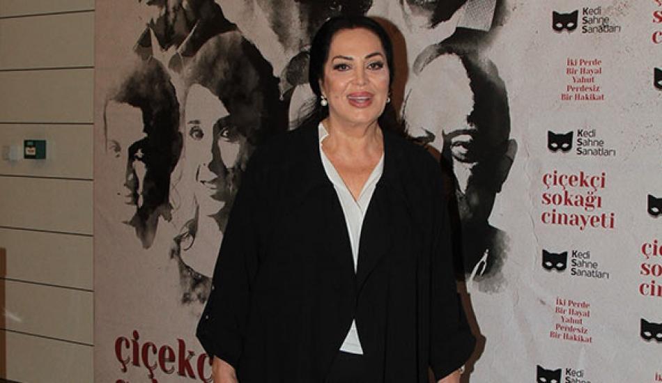 Türkan Şoray'dan tiyatroya destek