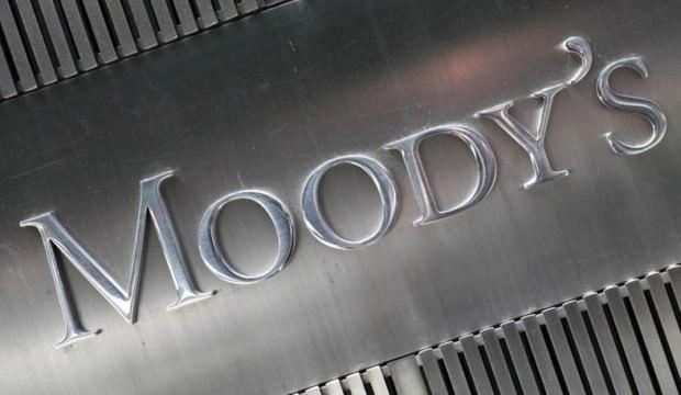 Ceza alan Moody's yine sahnede