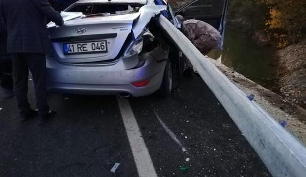 Otomobil ok gibi saplandı: 1 ölü, 1 yaralı